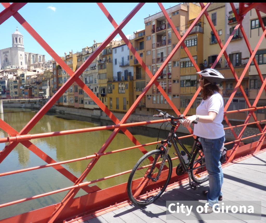 Ciclista al Pont de les Peixeteries a Girona