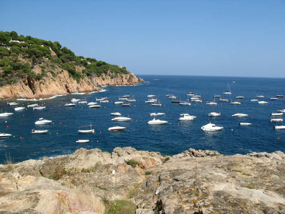 Vaixells al mar Mediterrrani a la Costa Brava