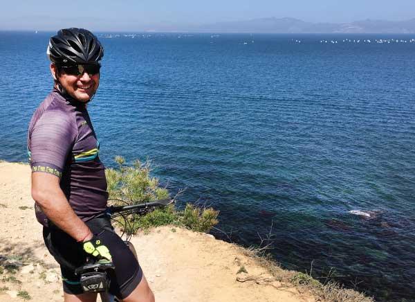 Mountain bike tour in front of the mediterranean sea