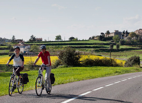 Cycling along the medieval villages of the Emporda