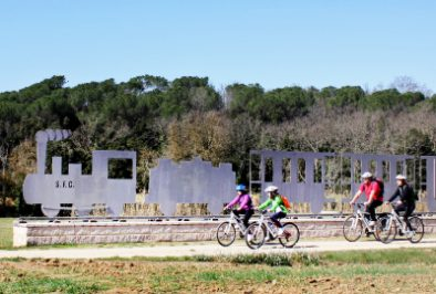 Cycling family trip along the greenways of Girona