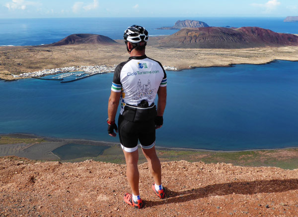 Enyoing the views of the bike tour in Lanzarote